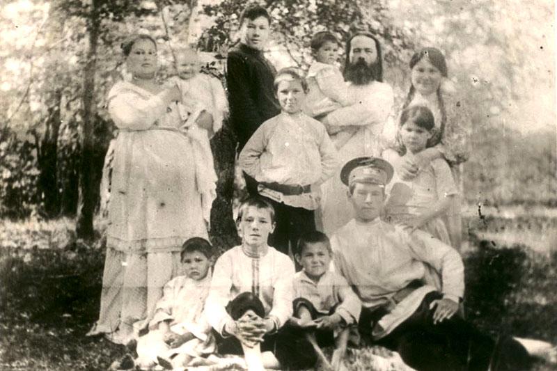 Протоиерей Константин Аггеев с семьёй