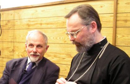Никита Алексеевич Струве и священник Георгий Кочетков в часовне Свято-Филаретовского института