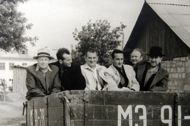 Слева: А. Васильев и К. Роднин. Далее К. Цончев, Фитов, Л. Дубиновский, Д. Севостьянов. Кишинёв, начало 1950-х.