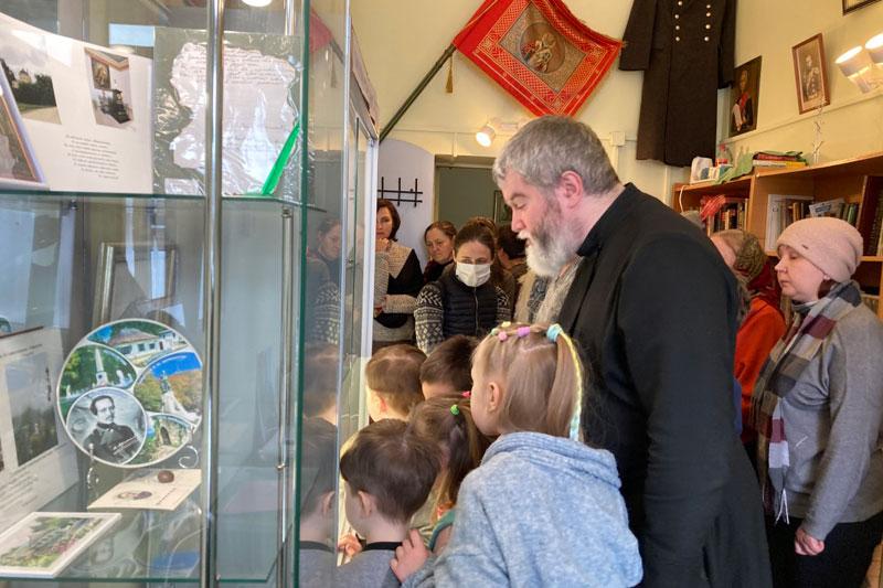 Открытие в помещении воскресной школы при храме экспозиции в память прежнего Лермонтовского музея Николаевского кавалерийского училища