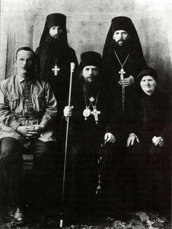 В центре епископ Павлин (Крошечкин). Пермь, 1928 г.