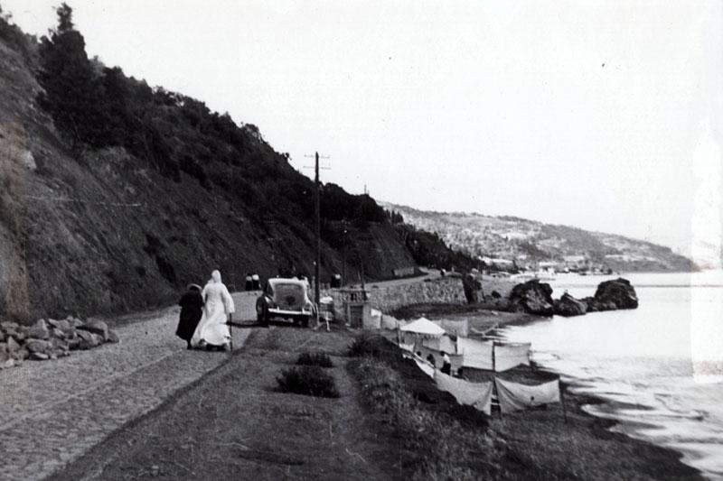 На прогулке по крымскому побережью. Редкий любительский снимок архиепископа Луки в последние годы жизни