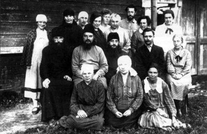 Протоиерей Сергий Мечёв с членами общины. Город Верея. 1927–1928 годы