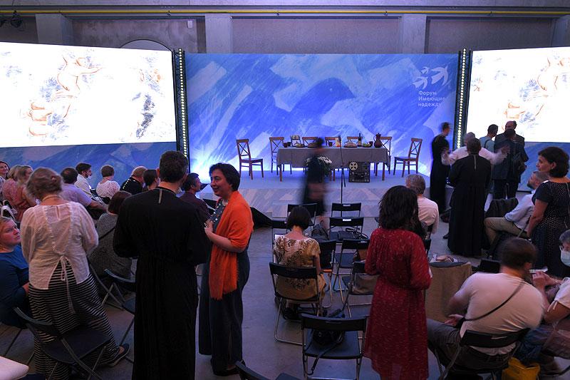В перерыве между встречами. Форум «Имеющие надежду», 2021 год
