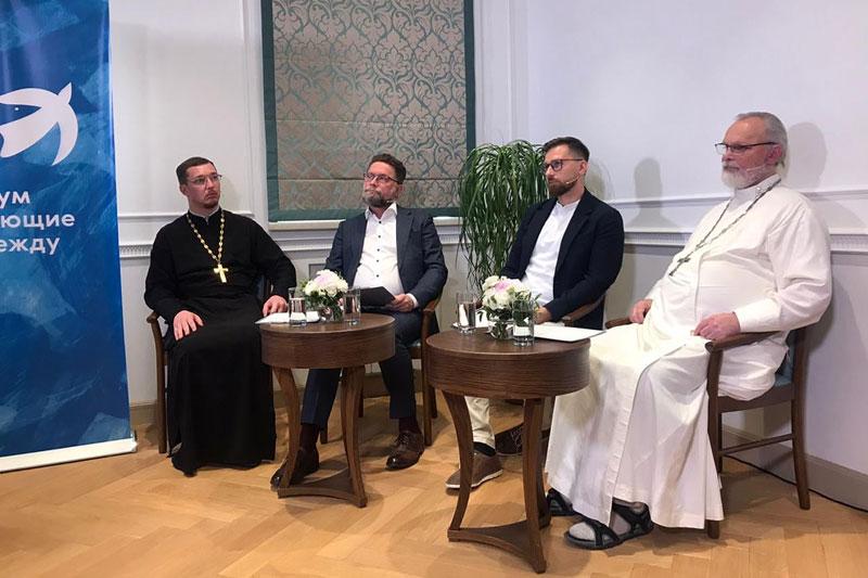 Ведущие круглого стола «Как может меняться церковь сегодня?» Форум «Имеющие надежду», 2021 год