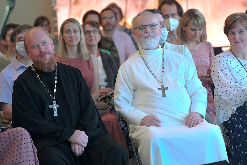 Протоиерей Димитрий Рощин и священник Георгий Кочетков. Форум «Имеющие надежду», 2021 год